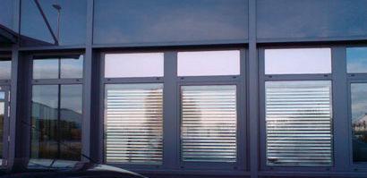 Hitzeschutzrollo bei einem Industriegebäude