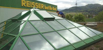 Dachpyramide mit Sonnenschutzfolie