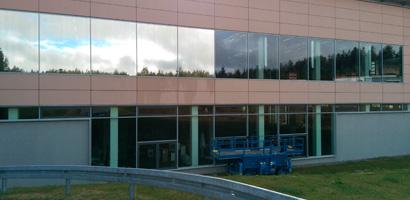 Industriegebäude mit Spiegelfolie