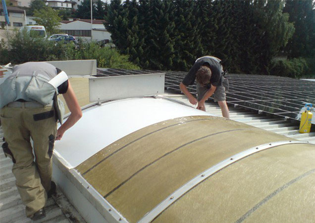 Sonnenschutzfolie auf Kunststoff auf einer Dachkuppel bei Marc Cain in Hechingen