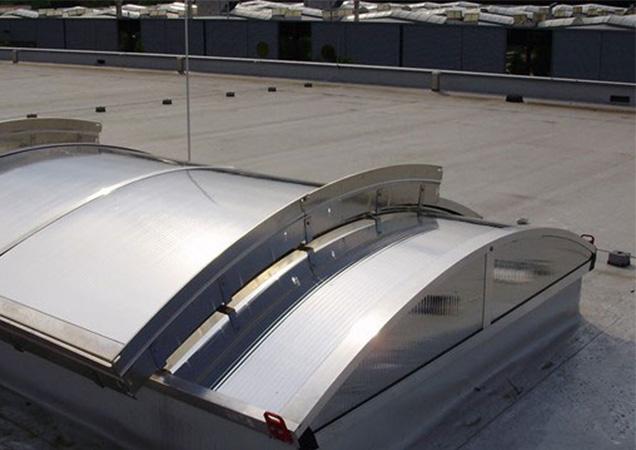 Sonnenschutzfolie auf Kunststoff auf einer Dachkuppel in Marbach am Neckar