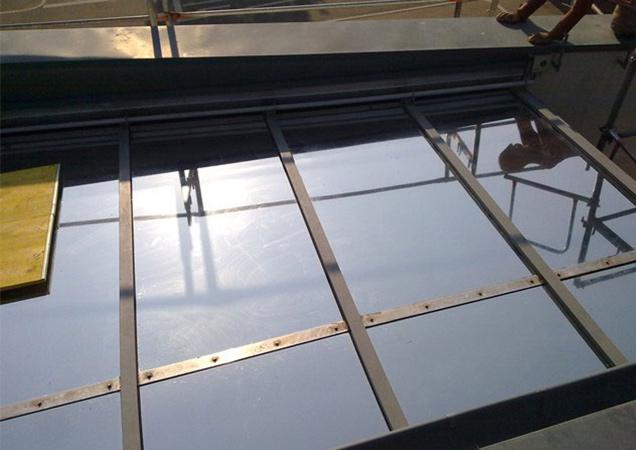 Sonnenschutzfolie auf Schrägverglasung bei der Schule Lambsheim