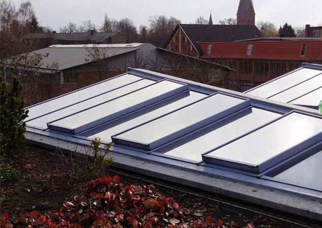 Sonnenschutzfolie auf Dachverglasung von Links