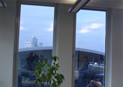 Blendschutzfolie bei Bürogebäuden