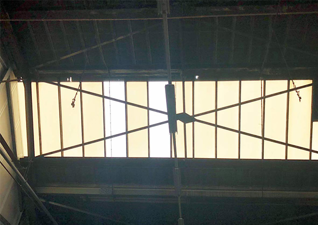 Sonnenschutzfolie auf Kunststoffdach von innen